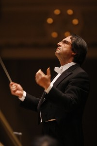 Riccardo Muti conducting in a tuxedo