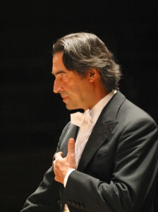 Riccardo Muti conducting, with left hand at heart level