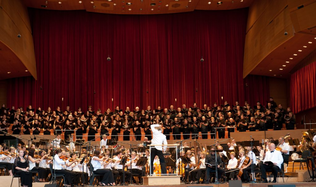 Carlos Kalmar conducting the Grant Park Orchestra and Chorus Photo: Walter Mitchell