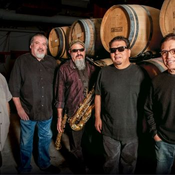 Los Lobos' Dual Yule: December Residency, Christmas Album